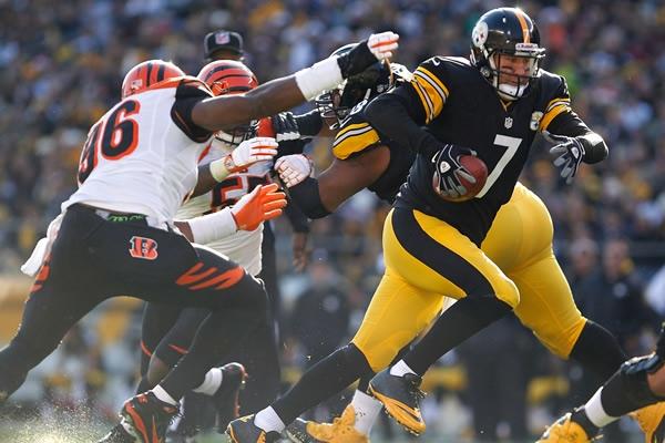 Un error de Roethlisberger (7) le costó el triunfo y la eliminación a los Steelers ante los Bengals.