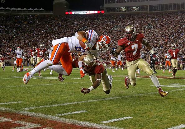 """El 2012 Florida (de blanco) ganó en la casa de Florida State. Los """"Seminoles"""" quieren devolver la mano."""