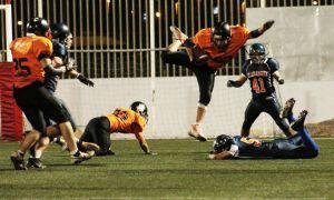 Gladiadores (azul) y Felinos (naranja) se enfrentarán por el título del IV Bowl Nacional.