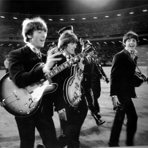 John, George y Paul (Ringo está atrás, tapado). La última vez que The Beatles tocaron en un concierto fue el 29 de agosto de 1966, en San Francisco.