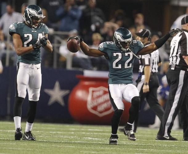 Brandon Boykin (22) celebra la intercepción que le dio el triunfo a los Eagles sobre los Cowboys.