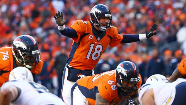 Peyton Manning confundiendo a la defensa de los Chargers en el duelo de la ronda divisional (Foto Getty Images)