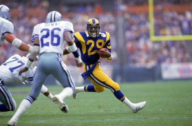 Eric Dickerson. Todavía mantiene el récord de yardas terrestres en una temporada: 2.105, conseguidas en 1984.