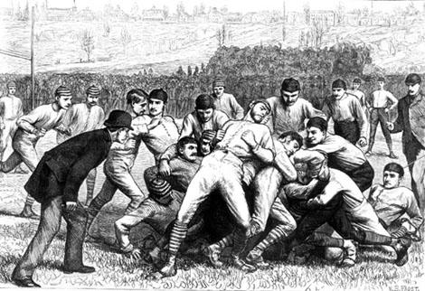 Los primeros partidos del deporte que después sería el fútbol americano que conocemos hoy, era una mezcla de balompié y rugby.
