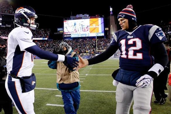 Uno de los últimos duelos de Manning y Brady.